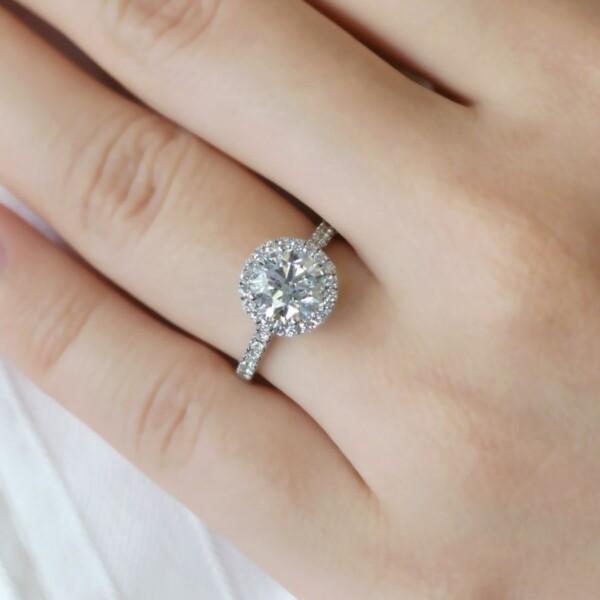 แหวนเพชรเม็ดใหญ่