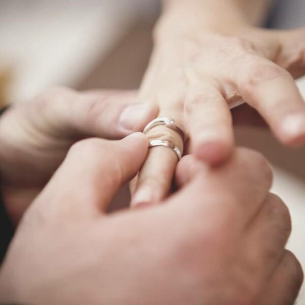 การสวมแหวนแต่งงาน