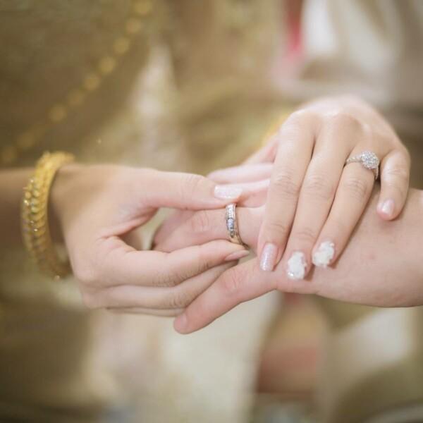 สวมแหวนในพิธีแต่งงานแบบไทย