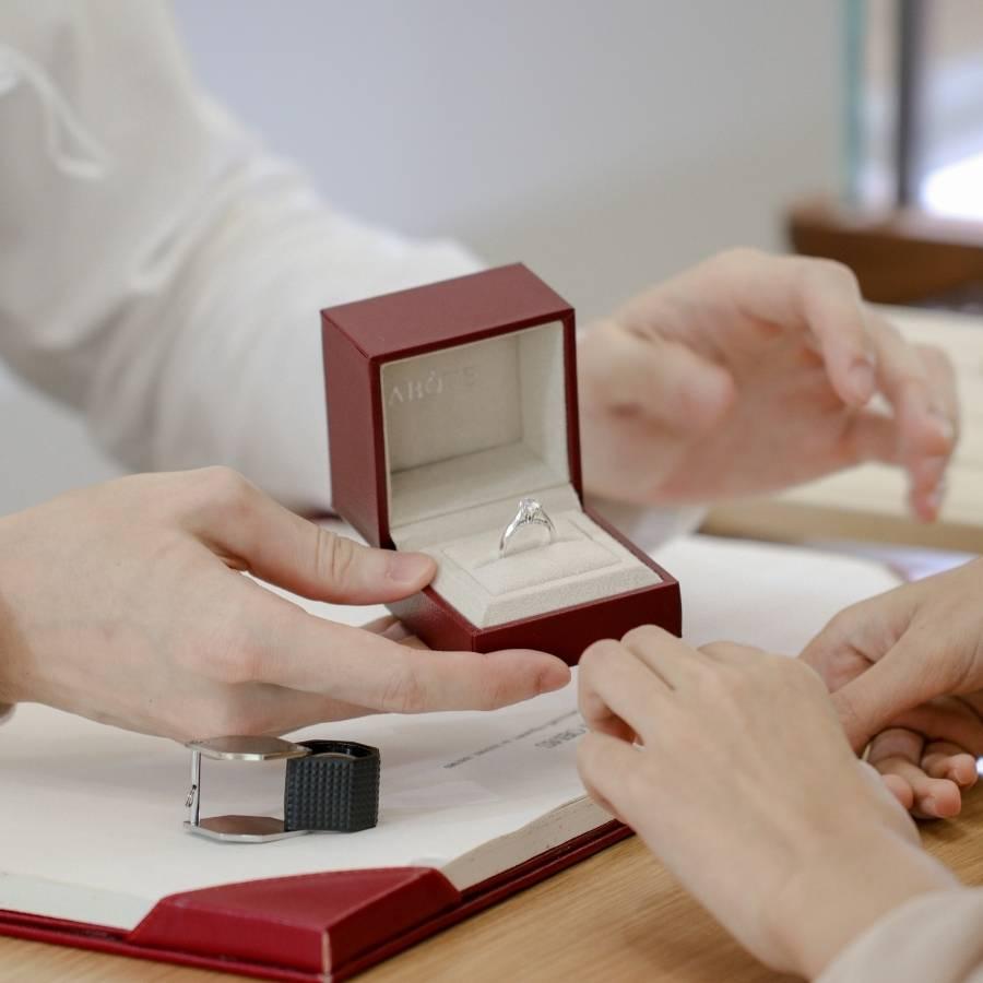กล่องใส่แหวนเพชรของแบรนด์อโบฟ