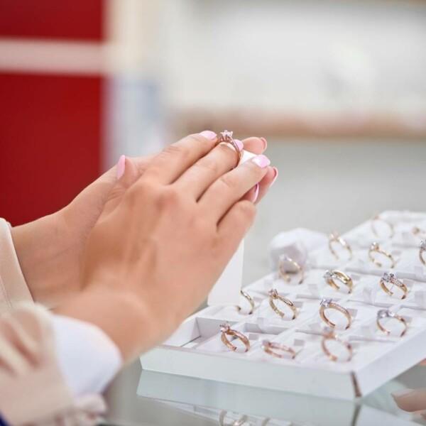 เลือกแหวนเพชร