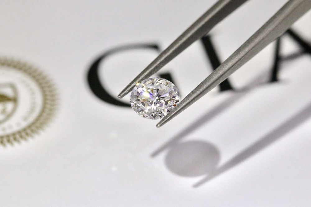 gia diamonds on tweezers