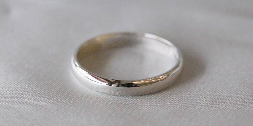 white gold plain band ring