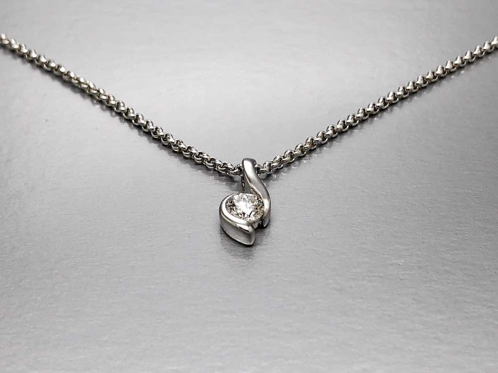 solitaire diamond pendant design